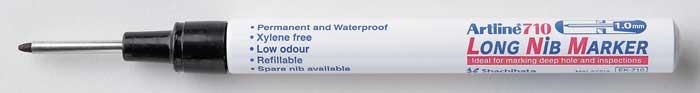Marker Artline 710  Pentru Locuri Greu Accesibile  Corp Metalic  Varf Lung  1 0mm - Negru
